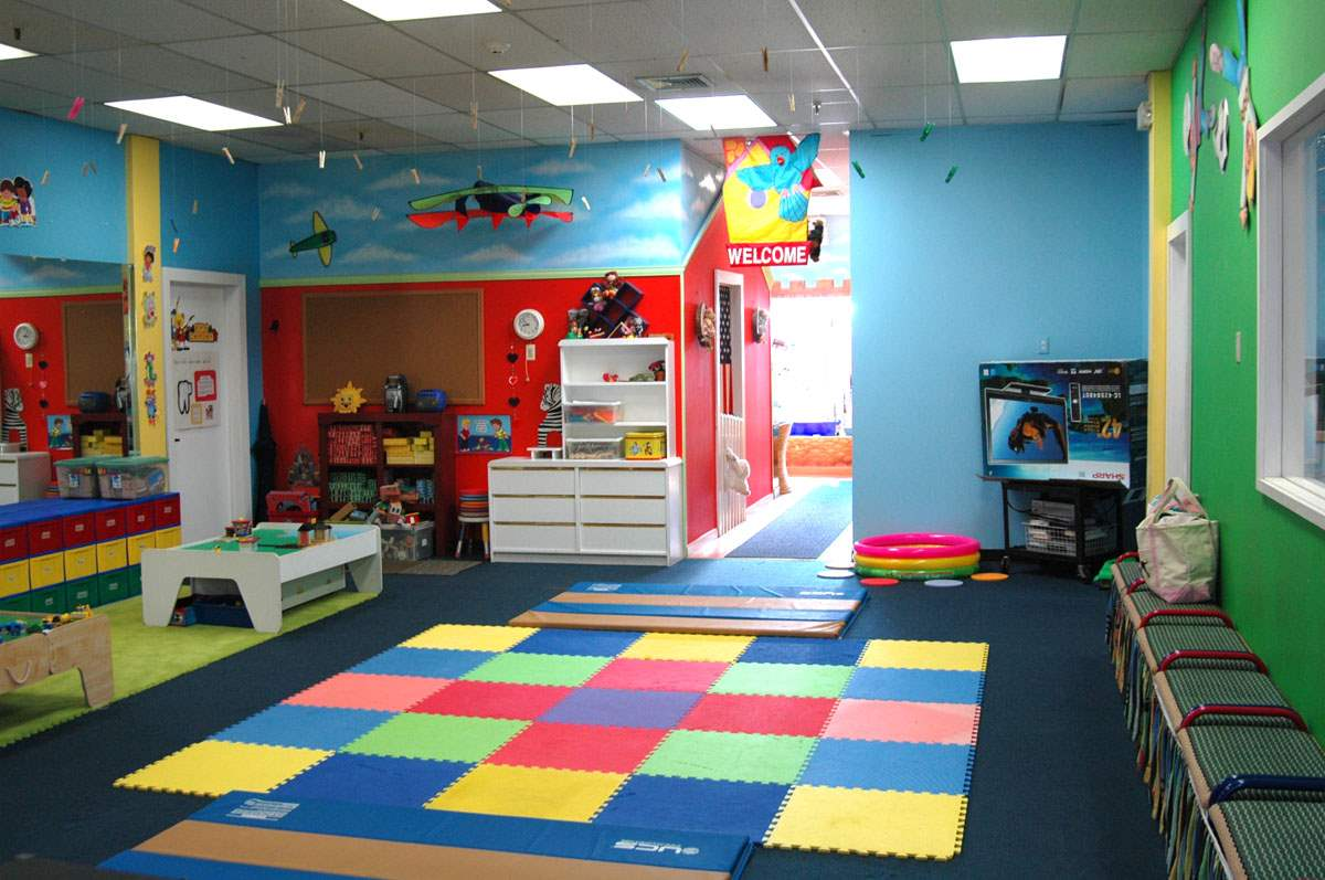 Game room decorating ideas - Small space playroom ideas ...